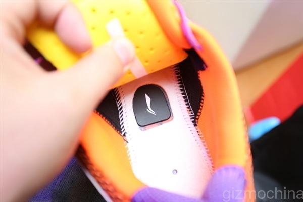 «Розумні» кросівки з підключенням до телефону